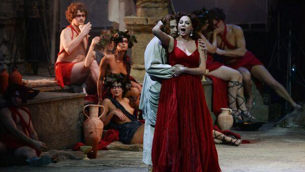 Андрис Людвигс в роли Иисуса, Майрам Соколова в роли Венеры в опере Рихарда Вагнера Тангейзер