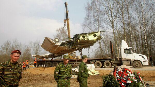 Обломки самолета польского президента Леха Качиньского. Архивное фото.
