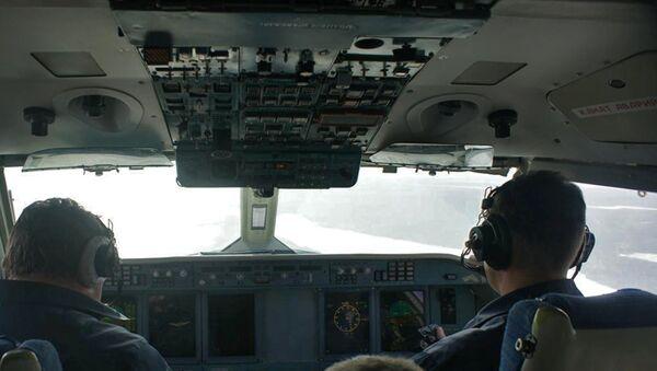 Экипаж самолёта Бе-200 во время поисково-спасательной операции в районе крушения траулера Дальний Восток
