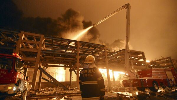 Пожарные на месте взрыва на химзаводе в Чжанчжоу, Китай