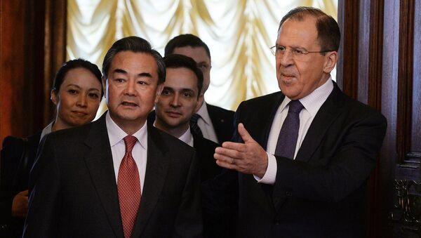 Министр иностранных дел России Сергей Лавров и министр иностранных дел Китая Ван И в Доме приемов МИД РФ