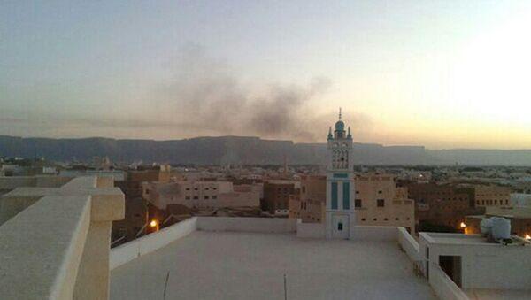 Дым над городом в провинции Хадрамаут, Йемен. Архивное фото.