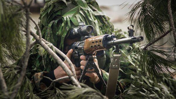 Военнослужащий во время учений внутренних войск МВД России. Архивное фото