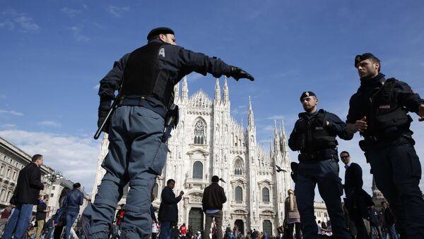 Полицейские на улице в Милане, Италия. Архивное фото