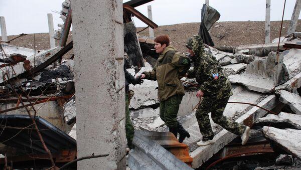 Ополченцы Донецкой народной республики (ДНР) в поселке Пески. Архивное фото