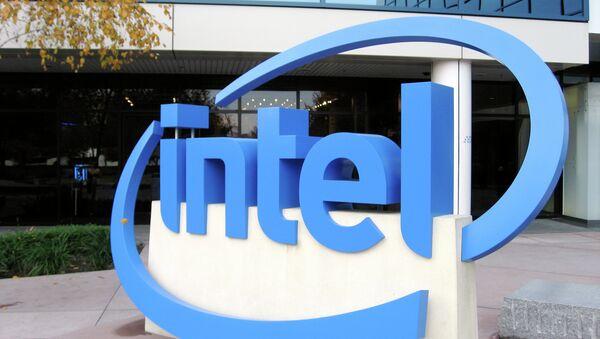Логотип Intel. Архивное фото