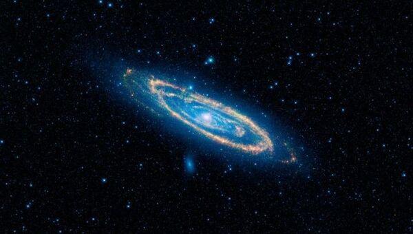Снимок галактики, полученный при помощи телескопа WISE