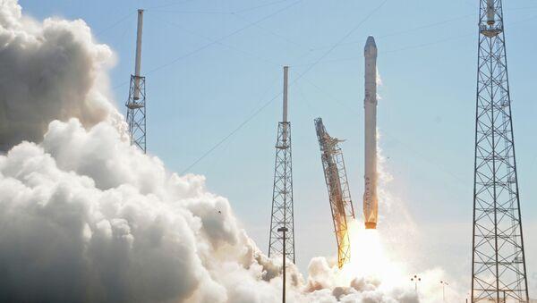 Старт ракеты SpaceX Falcon 9. Архивное фото