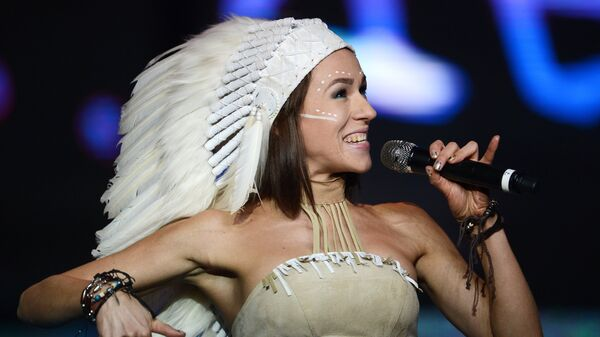 Солистка группы IOWA Екатерина Иванчикова выступает на сцене концертного зала Barvikha Concert Hall