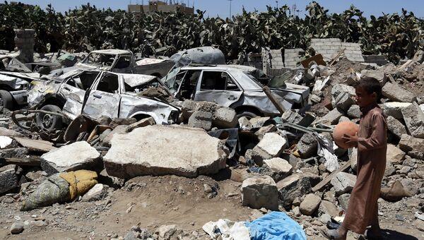 Последствия авианалетов коалиции во главе с Саудовской Аравией в Йемене. архивное фото