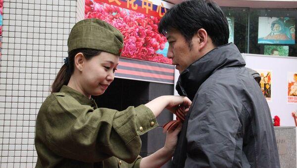Акция Георгиевская ленточка в Пекине. Архивное фото.