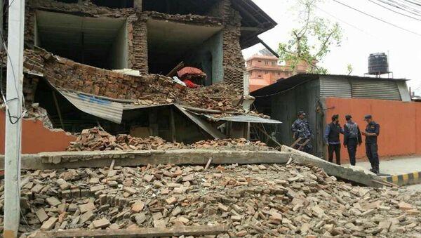 Разрушенное в результате землетрясения здание в Катманду, Непал