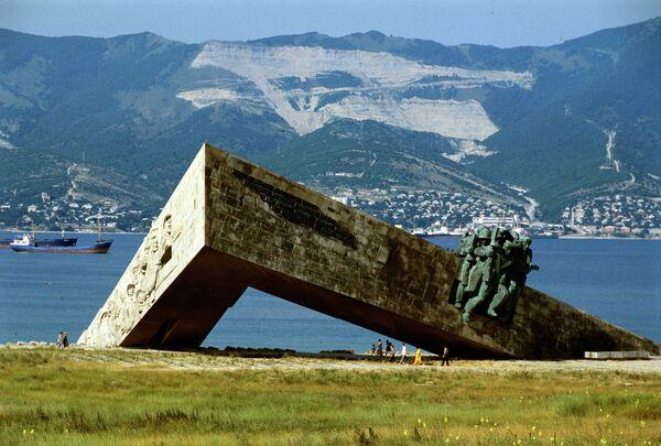Памятник в Новороссийске. Архивное фото