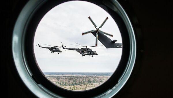 Вертолеты Ми-8 во время подготовки воздушной части военного парада в честь 70-й годовщины Победы. Архивное фото