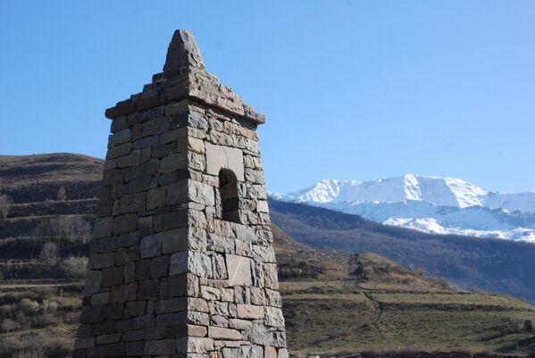 Боевая вайнахская башня в Аргунском ущелье