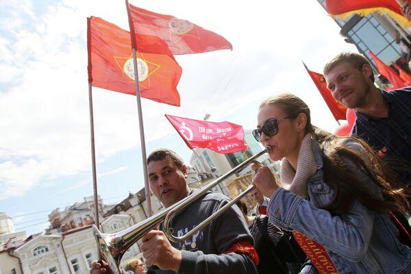 Участники первомайского шествия и митинга в Казани