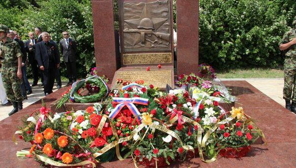 Мемориал воинам CCCР, погибшим от налета авиации США, в Сербии