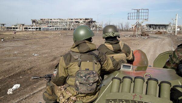 Ополченцы в районе донецкого аэропорта. Архивное фото