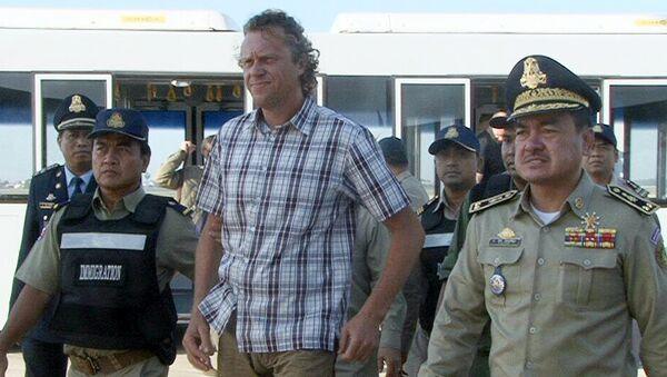 Бизнесмен Сергей Полонский в аэропорту города Пномпень, Камбоджа. Архивное фото