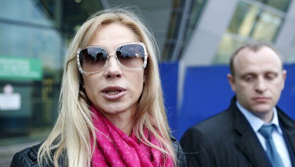 Супруга бизнесмена Сергея Полонского Ольга Дерипаско и адвокат Славик Брсоян в аэропорту Домодедово
