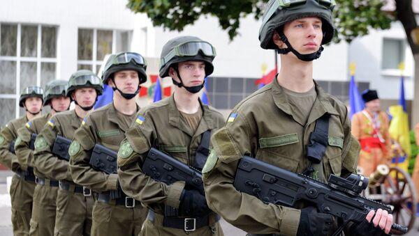 Солдаты Национальной гвардии Украины во время принятия присяги в Харькове