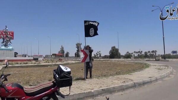 Боевики ИГ на улице Эр-Рамади в провинции Анбар, Ирак