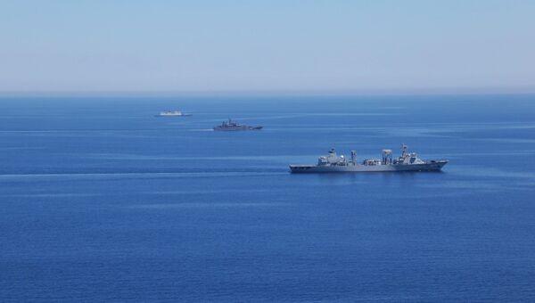 Корабли ВМС России и Китая во время совместных военных учений России и Китая в Средиземном море Морское взаимодействие 2015