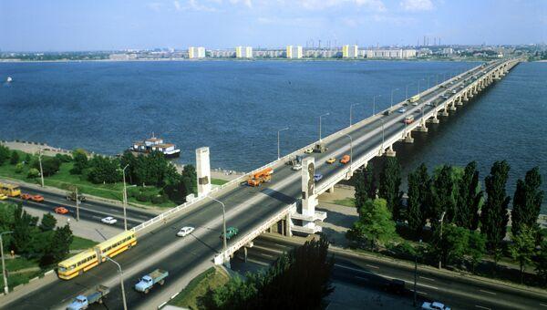 Автомобильный мост через Днепр. Архивное фото