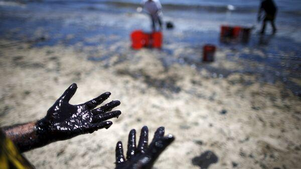 Утечка нефти у берегов Калифорнии, США