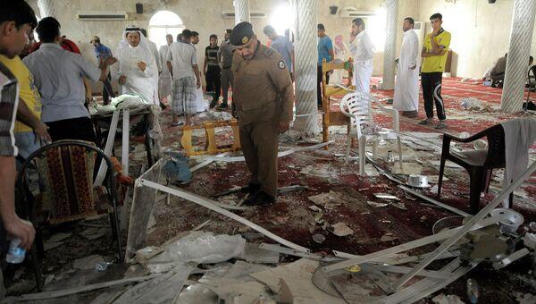 На месте взрыва в мечети на востоке Саудовской Аравии. 22 мая 2015