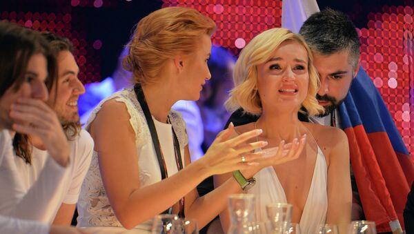 Полина Гагарина во время оглашения промежуточных результатов на конкурсе Евровидение