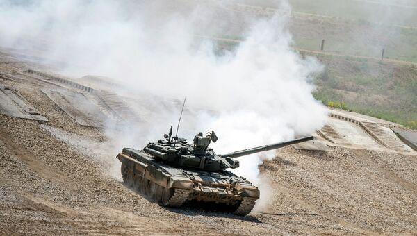 Танк Т-72Б3 во время показа техники в рамках подготовки к международному военно-техническому форуму Армия-2015