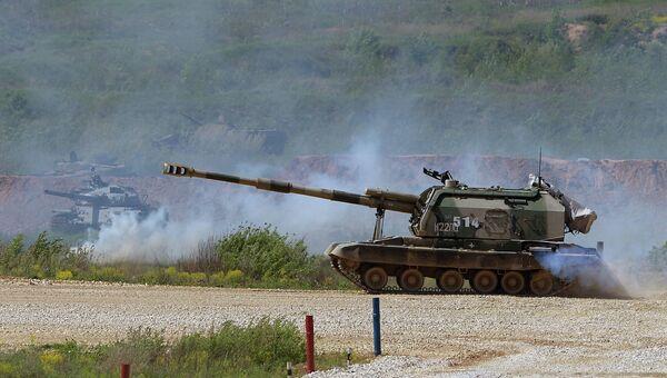 Самоходная артиллерийская установка (САУ) МСТА-С во время показа техники в рамках подготовки к международному военно-техническому форуму Армия-2015