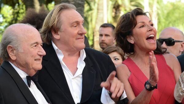 Президент ФИФА Зепп Блаттер, актер Жерар Депардье (слева направо)