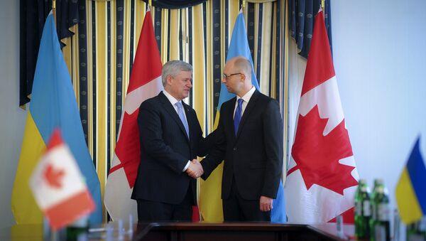 Премьер-министр Канады Стивен Харпер и премьер-министр УКраины Арсений Яценюк в Киеве, 6 июня 2015