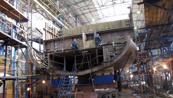 Рабочие на судостроительном заводе. Архивное фото