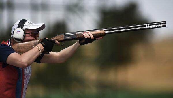 Елена Ткач в квалификационном раунде на соревнованиях по стендовой стрельбе в упражнении трап среди женщин на I Европейских играх в Баку