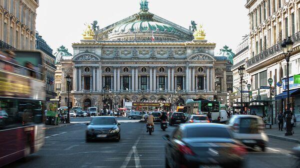 Вид на Оперу Гарнье в Париже, Франция