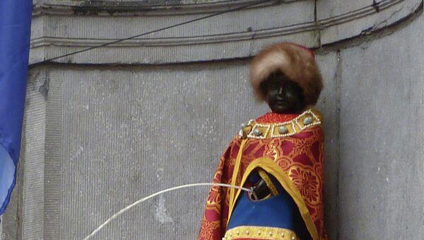 Брюссельская статуя-фонтан Писающий мальчик в костюме князя Ярослава Мудрого