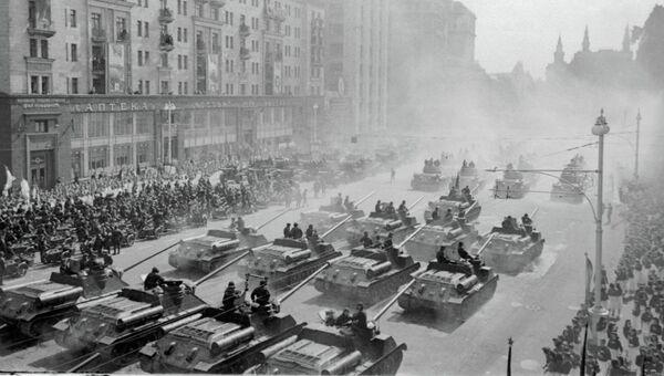 Подготовка к параду Победы в 1945 году. Архивное фото