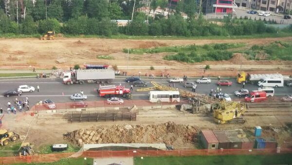 Упавший строительный кран блокировал движение на Калужском шоссе