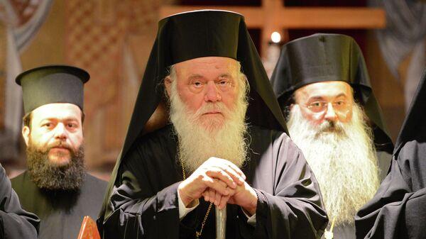 Блаженнейший Архиепископ Афинский и всея Эллады Иероним (в центре), архивное фото