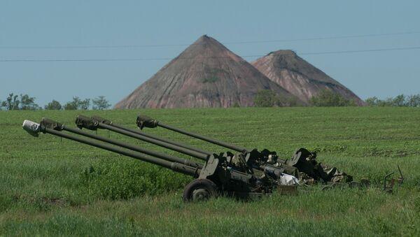 Украинская артиллерия на позиции возле Донецка, архивное фото