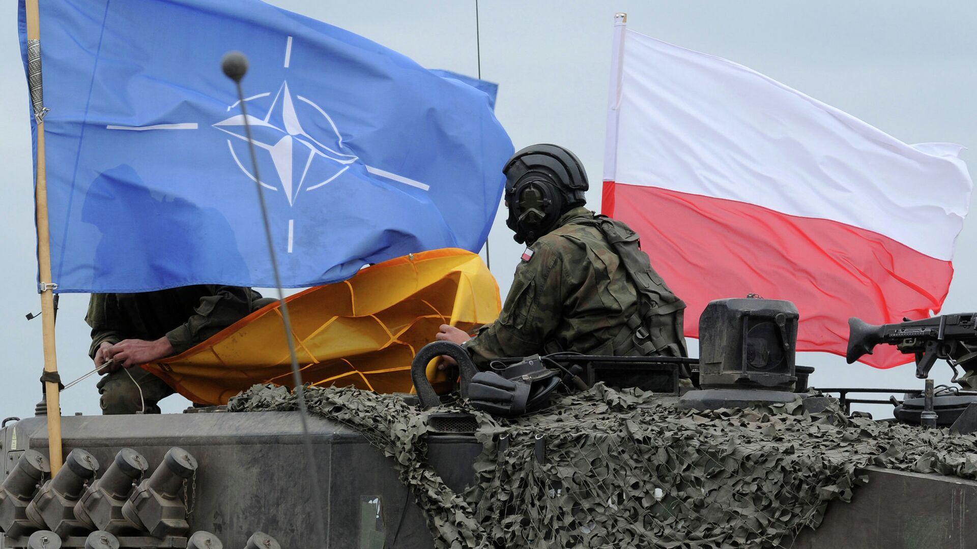 Флаг Польши и НАТО на польском танке во время совместных учений - РИА Новости, 1920, 06.09.2021