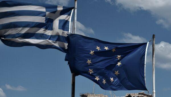 Флаги Греции и ЕС на фоне Афинского Парфенона. Архивное фото