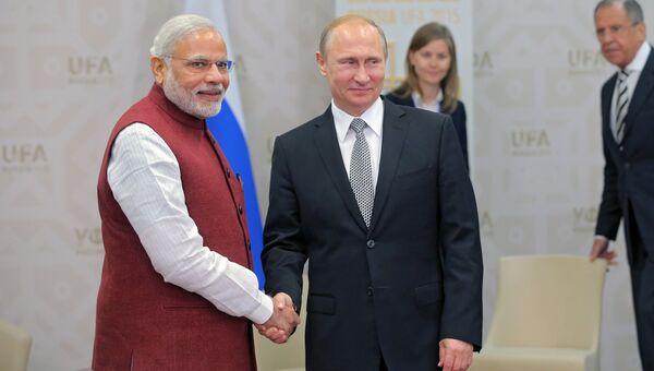 Президент Российской Федерации Владимир Путин и Премьер-министр Индии Нарендра Моди. Архивное фото.