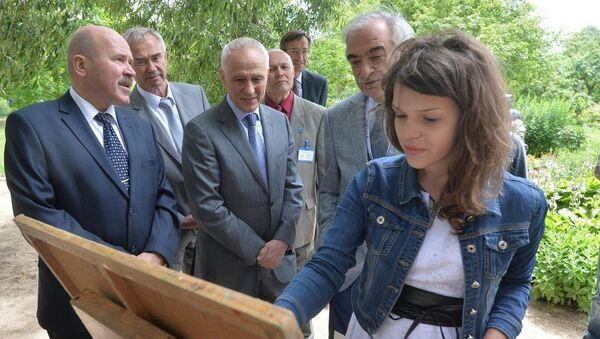 Пленэр юных художников и журналистов в третий раз проходит в музее-усадьбе И.Е.Репина Здравнево