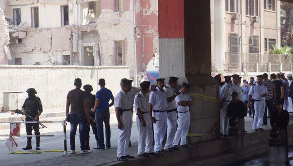 На месте взрыва в районе итальянского консульства в Каире