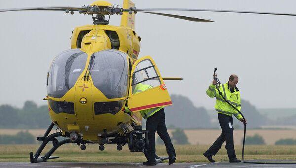 Британский принц Уильям на работе в компании Bond Air Services