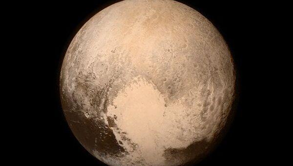 Фотография поверхности Плутона, сделанная спутником New Horizons